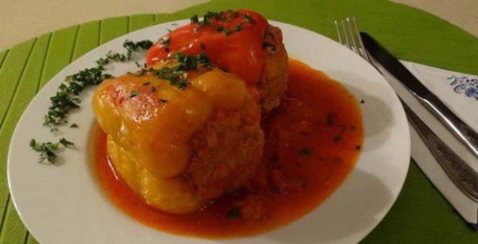 Plněná paprika v rajčatové omáčce