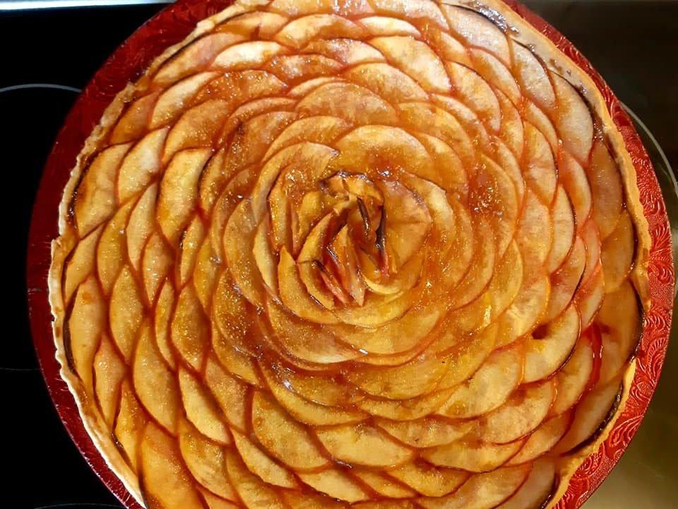 Jablečný koláč s meruňkovým džemem