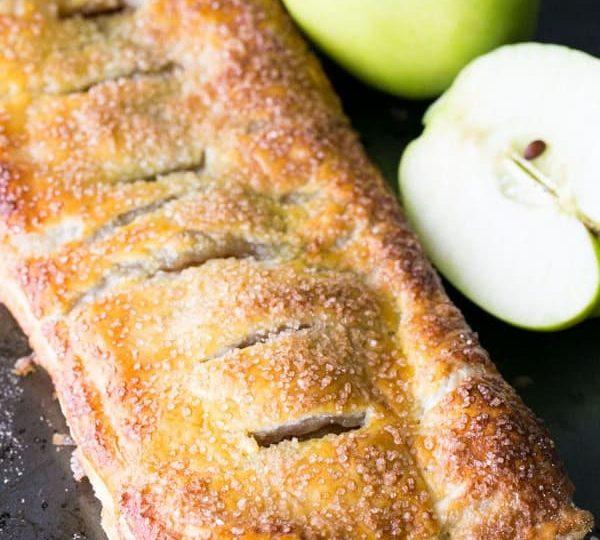 Jablečný skořicový koláč