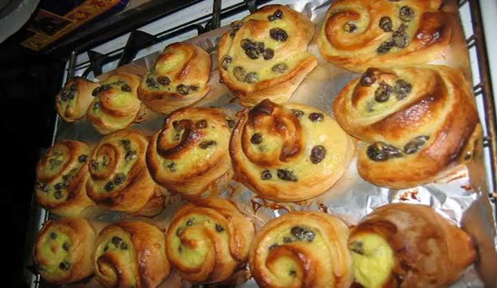 Domácí rozinkový chléb: nejlepší recept