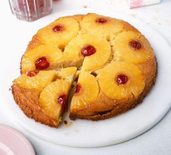 Ananasový dort vzhůru nohama