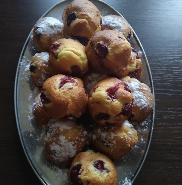 Třešňové hrníčkové muffiny
