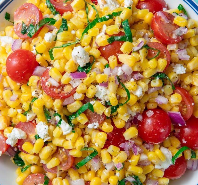 Kukuřičný salát s bazalkou a fetou