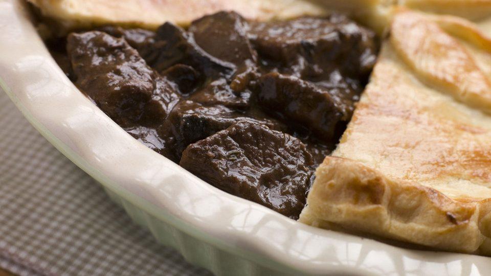 Steakový a houbový koláč