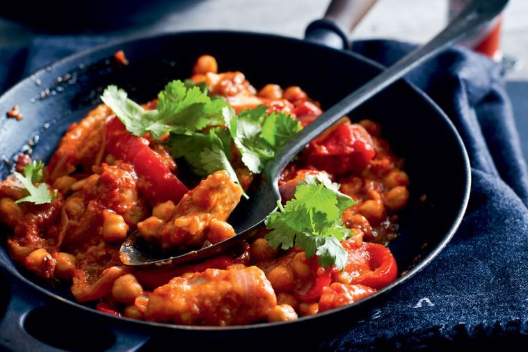 Kuřecí maso, červená paprika, rajčata a cizrna chilli