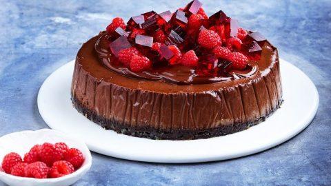 Slaný čokoládový cheesecake se zakysanou smetanou