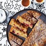 Veganský dort s nektarinkami a malinami