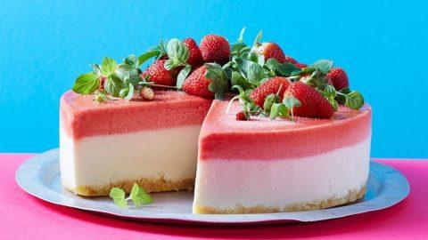 Jahodový mražený jogurtový dort bez pečení