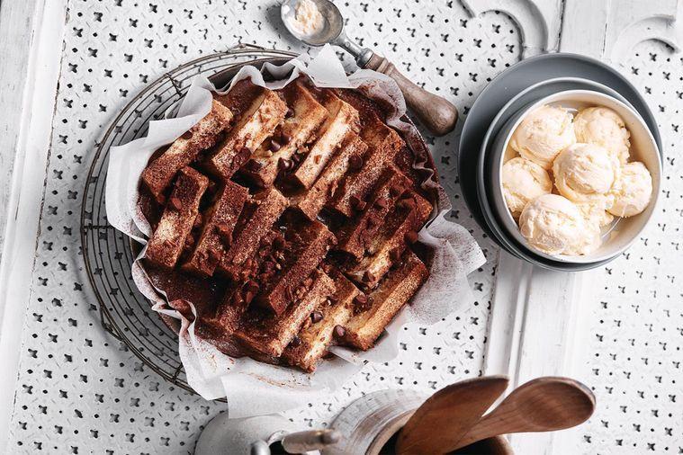 Pekanový čokoládový chléb s máslem
