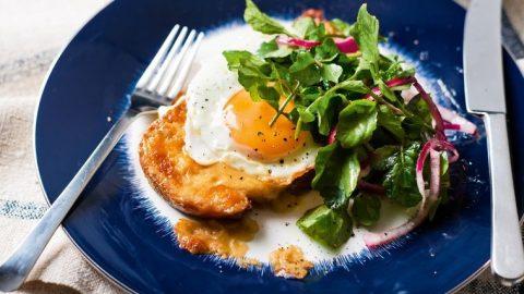 Rarebit se smaženým vejcem