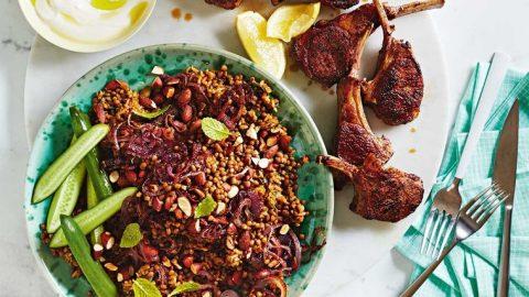Mujadarra z hnědé rýže s jehněčími kotletami