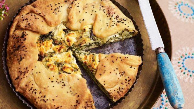 Borek: koláč s koprem, mátou, špenátem a kozím sýrem