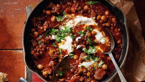 Harira (marocká polévka z jehněčího masa, rajčat a čočky)