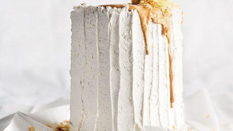 Kořeněný ananasový dort s praženou bílou čokoládou